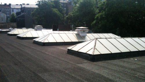 Sonnenschutzlack auf Industriedachfenster